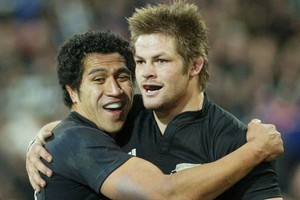 Ritchie McCaw celebrates a try with Mils Muliaina. Photo / Mark Mitchell
