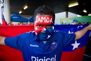 Sene Samani proudly displays the colours of his favourite team. Photo / Dean Purcell