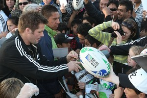 All Blacks captain Richie McCaw signs autographs for some of the hundreds of fans at the Pakuranga Rugby Club last night. Photo / Greg Bowker