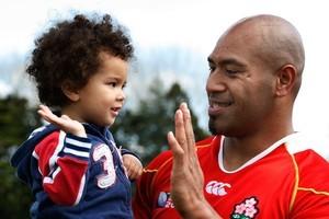 Japan centre Alisi Tupuailai high-fives 3 year-old Max Henry. Photo / Brett Phibbs