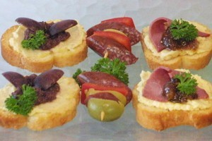 Crostini and bierstick kebabs. Photo / Hawkes Bay Today