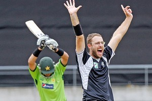 Captain of the Blackcaps Daniel Vettori appeals to the Umpire during game one. Photo / Getty Images