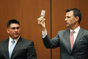 Deputy District Attorney David Walgren, holding a bottle of propofol, questions Alberto Alvarez, one of Michael Jackson's security guards. Photo / AP