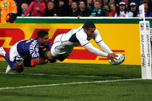 Bryan Habana scores the Springboks' only try in last night's vicotry at North Shore Stadium. Photo / Dean Purcell