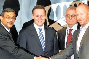 Prime Minister John Key and Trade Minister Tim Groser witness Finzsoft's Andrew Holliday sign a deal with HCL's Rajiv Sodhi. Photo / Supplied