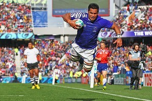George Stowers of Samoa goes over to score their second try. Photo / Getty Images