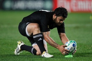 All Black Piri Weepu concentrates on the ball. Photo / Dean Purcell
