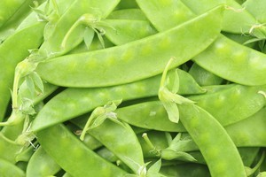 Snow peas can be eaten pods and all. Photo / Thinkstock