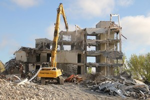 Demolition of the earthquake damaged Latimer Hotel on the corner of Latimer Square and Worcester Street. Photo / APN