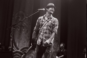 Jason Mraz started out sharing his philosophies through music in a coffee house in Seattle. Photo / Supplied
