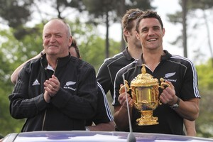 Graham Henry and Dan Carter with the Cup. Photo / APN