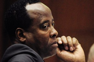 Dr. Conrad Murray listens during testimony by Dr. Robert Waldman. Photo / AP