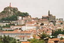 The town of Le Puy-en-Velay occupies an