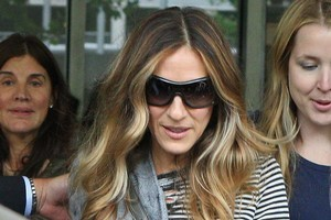 Sarah Jessica Parker arrives for the Melbourne Cup after beating the Qantas lockout. Photo / Getty Images