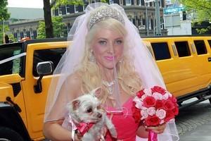 Bride Rosanne Hogan wore hot pink. Photo / Doug Sherring