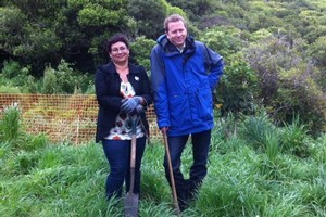 Green Party co-leaders Metiria Turei and Russell Norman get down and dirty on the campaign trail in Wellington.
