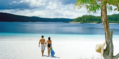 The incomparable colour of Lake McKenzie is a drawcard. Photo / Tourism Queensland