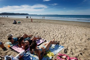 The long range weather forecast for New Zealand's summer looks good for beach lovers. File photo / Sarah Ivey