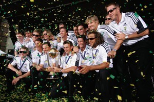 The Australian cricket team pose with the World Cup during a welcome home reception in 2007. Photo / Getty Images