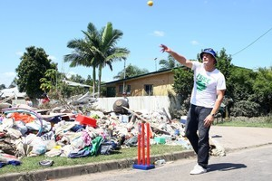 Australian cricketer Shane Watson returned to his hometown Ipswich to help flood victims. Photo / Getty Images