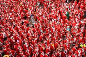 More than 800 people dressed up as Santa. Photo / Sarah Ivey
