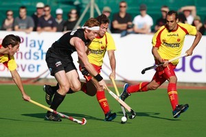 Andrew Hayward negotiates the Spanish defence last night during the Black Sticks' 3-2 Champions Trophy loss at Albany. Photo / Steven McNicholl