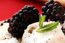 Blackberries with hazelnut meringues and vanilla cream. Photo / Babiche Martens 