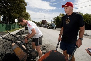 Crusaders coach Todd Blackadder (right) and player Kieran Read help with the clean up in the Christchurch suburb of Shirley following the 6.3-magnitude earthquake. Photo / Dean Purcell