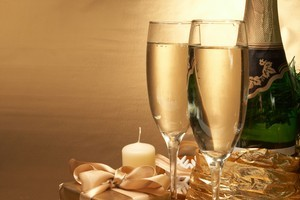 Toast the gift-giving season with the best Christmas tipples. Photo / Thinkstock