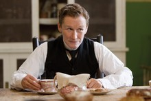Glen Close plays Albert Nobbs. 