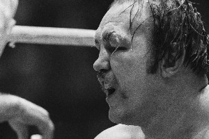 Chuck Wepner's eye is puffed and cut going into the last round  with Muhammad Ali. Photo / AP