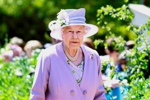Queen Elizabeth II in Canberra, Australia. Photon / AP