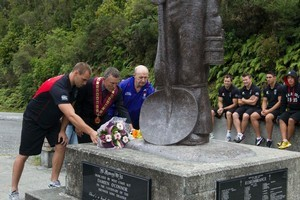 Warriors skipper Simon Mannering (L), Grey District mayor Tony Kokshoorn and Newcastle Knights football manager Warren Smiles lay a wreath at the Brunner Mine Disaster Memorial near Greymouth. Photo / Simon Baker