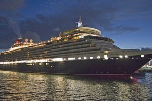 Luxury liner Queen Elizabeth arrives in Auckland this morning. Photo / NZPA