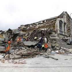 Christchurch earthquake: Images of devastation Rescue workers search for survivors through debris on February 22, 2011. Photo / Getty Images