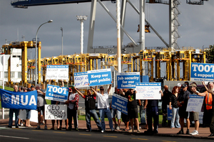Ports of Auckland strikers. Photo / Sarah Ivey