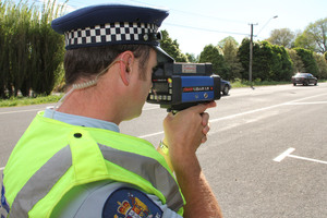 Auckland motorists will be given written warnings for low-level traffic offences over th next six months. Photo / Geoff Sloan
