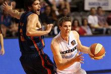 Tom Abercrombie of the Breakers gets around Stephen Weigh of the 36ers. Photo / Getty Images. 