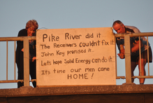 Anna Osborne and Tom Daly put up a sign on the Cobden Bridge protesting the lack of progress in recovering loved ones' bodies.  Photo / Greymouth Star.
