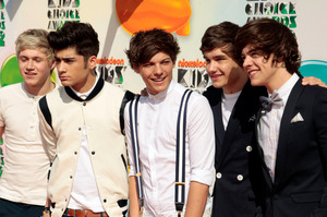 One Direction, from left, Niall Horan, Zayn Malik, Louis Tomlinson, Liam Payne, and Harry Styles arrive at Nickelodeon's 25th Annual Kids' Choice Awards in Los Angeles. Photo / AP