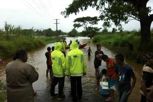 A rescue boat helping families from Votualevu to safety. Photo / Fiji Ministry of Information