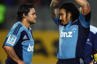 Piri Weepu talks with Ma'a Nonu of the Blues. Photo / Getty Images.