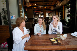 Lane Flynn , Sophie O'Mahony and sister Lucy test low alcohol wine in Auckland. Photo / Neville Marriner