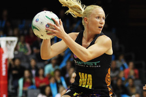Laura Langman of the Magic secures possesion. Photo / Getty Images.