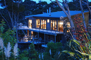 On an enviable, secluded site with magnificent views, Bay of Islands Lodge has room for expansion.