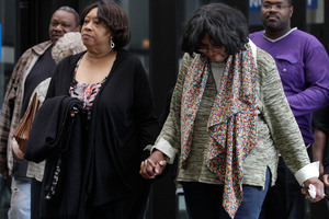 Supporters of Jennifer Hudson arrive at Cook County Criminal Court, in Chicago as closing arguments begin in the murder trial of William Balfour. Photo / AP