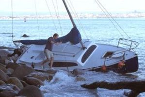 An unmanned 20-foot yacht was found shipwrecked this morning on rocks at the base of Mauao. Photo / John Borren