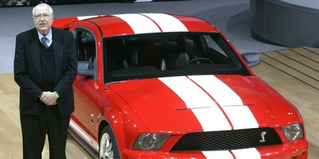 Carroll Shelby stands next to the 2006 Ford Shelby Cobra GT500 at the New York motor show. Photo /