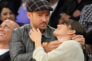 Justin Timberlake and Jessica Biel ham it up at a Lakers game. Photo / AP