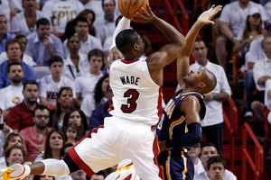 Miami Heat's Dwyane Wade (3) shoots over Indiana Pacers' Leandro Barbosa, right. Photo / AP.